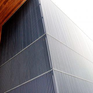 Fasadas iš BIO kompozito lamelių